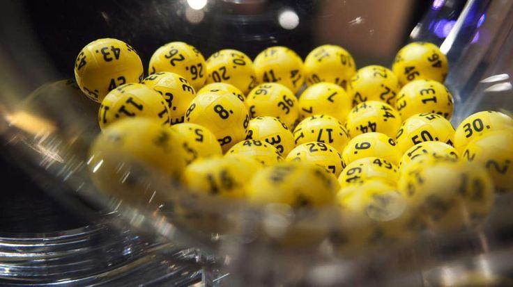 Wer knackt heute den Eurojackpot? Lottospieler können 110 Millionen Euro gewinnen - Tscheche knackte den Euro-Jackpot von 90 Mio.! http://www.bild.de/news/inland/euro-lotto/rekord-eurojackpot-lockt-mit-multi-millionen-chance-40964286.bild.html