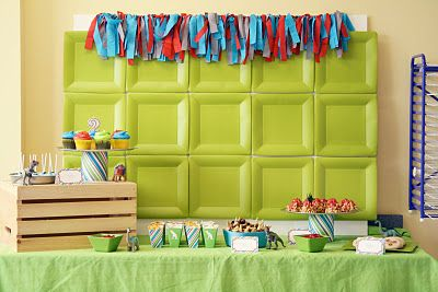Love this backdrop! It is green square paper plates, but it looks fabulous!: 2Nd Birthday Parties, Crafts Paper Backdrops, Plates Backdrops, Dinosaurs Birthday, Parties Ideas, Cool Ideas, Decor Ideas For Parties, Paper Plates, Parties Backdrops