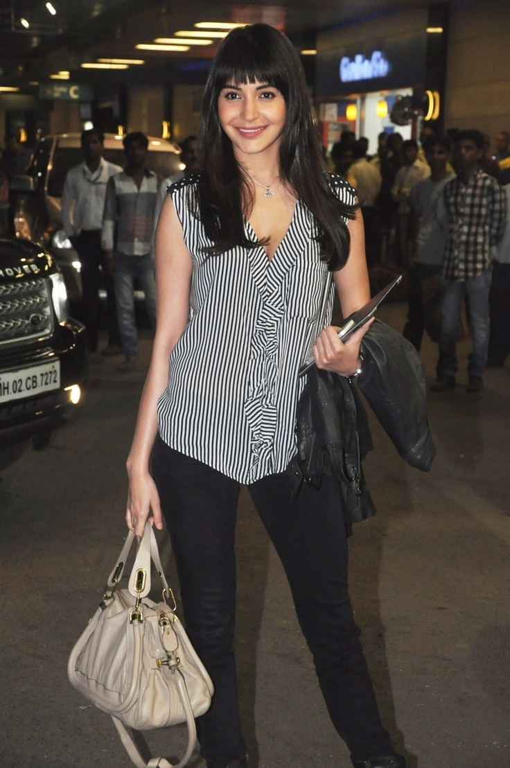Anushka Sharma Leaving for TOIFA Awards.