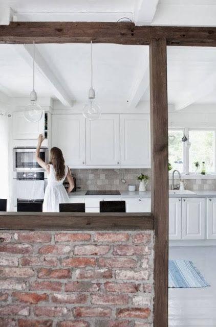 Una casa teñida de color blanco invierno