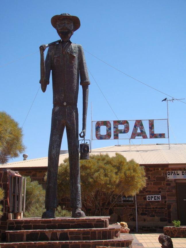 DSC04292_Coober_Pedy_sa.jpg • the big tall opal miner • Coober Pedy • South Australia • Aussie big things Australia