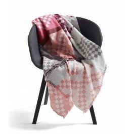 Deilig Mega Knit pledd fra HAY. Pleddet har det fineste mønsteret i flotte rosa…