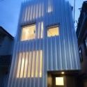 Golfplaten (Waved plastic plates)-alike system as skin    House in Kikuicho / Studio NOA