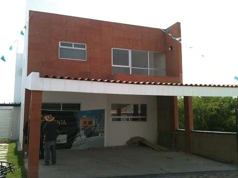Hermosa casa en El Refugio  Casa ubicada dentro de Residencial El Refugio, con 263m2 de terreno y  240m2 de construcción ...  http://queretaro-city.evisos.com.mx/hermosa-casa-en-el-refugio-id-578256