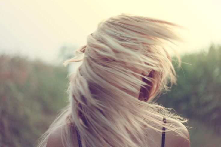El cabello es uno de los componentes que más influencia tiene en la imagen personal y un importante atributo de nuestra belleza. Hoy desde BePretty te damos unos tips de belleza para el cabello. Conoce tu cabello y sácale partido Para lucir una melena de ensueño es fundamental que conozcas los cuidados básicos que tu cabello necesita,