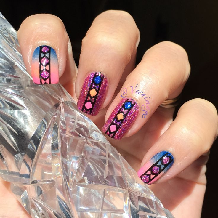 @vernimage https://www.instagram.com/p/BEwZ4i1i9MB/ Gorgeous polish under reverse stamping *
