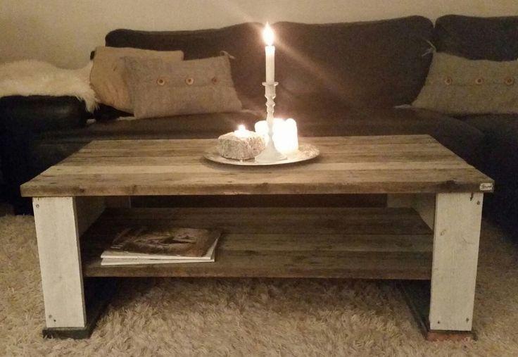 Hvorfor dra på Home & Cottage når du kan spesialbestille solide, unike og flotte møbler til huset, leiligheten eller hytta til en brøkdel av prisen?! Shabby chic / rustikk stuebord, TV-bord, og andre møbler selges. Har noen på lager, ellers lages det ved bestilling. Ønsker du andre mål eller farger, ta kontakt med forespørsel og få et pristilbud :) Sofabord: Standard: L110 x B55 x H41 cm: 2500k...