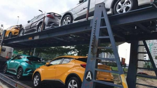 Toyota C Hr Dengan Warna Kuning Hijau Tosca Silver Dan Putih Toyota Bali Toyota Denpasar Promo Toyota Bali Bali Toyota Mobil