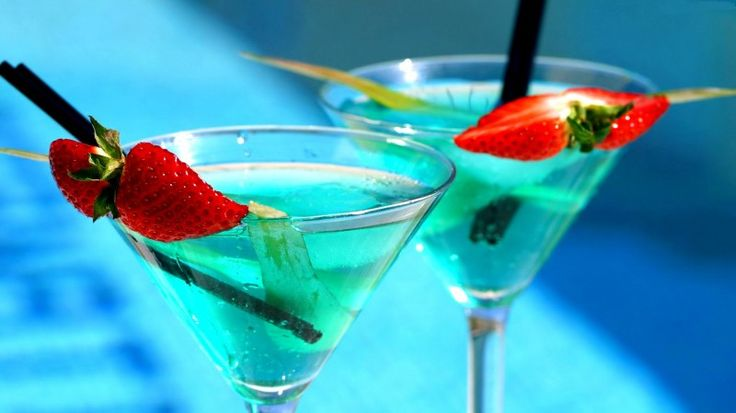 A delicious recipe for Aloe Vera made with vodka, melon liqueur and other mixes.