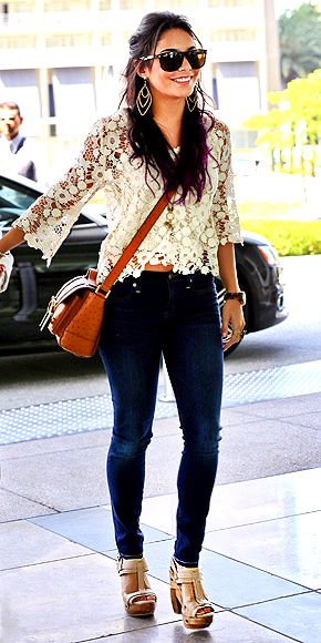 I love th whole look.  Dark wash skinny jeans, crochet top, brown cross body bag, and sandles.