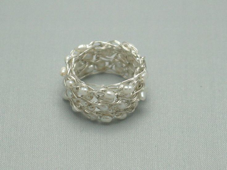 Filigraner Ring aus 925 Silber + kleinen Perlen von la-filigrana auf DaWanda.com