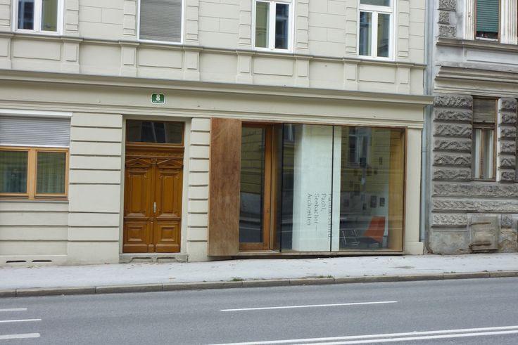 Keplerstraße 8: das Café Schuschnigg, gleich gegenüber dem Keplergymnasium, ideal für die Pausen, aber auch für die Maturavorbereitung :-)