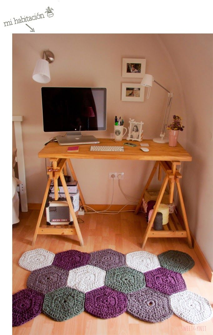 Today's crochet in the home pic is also a great tutorial for making this XL Hexagon Crocheted Floor Mat. Laura from the Spanish blog Susi Miu shares more via the link. Google Translate helps.