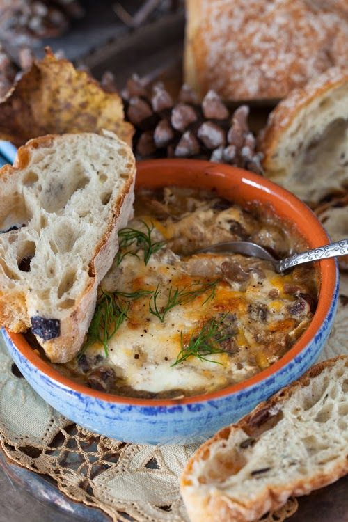 "Russian Monday: Mushrooms with Sour Cream Sauce - ""Gribi v Smetane"" Recipe and more photos: http://www.melangery.com/2013/11/russian-monday-mushrooms-with-sour.html"