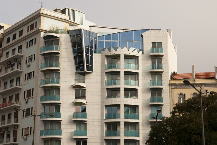 Requalificação de edifício degradado em zona nobre da cidade.