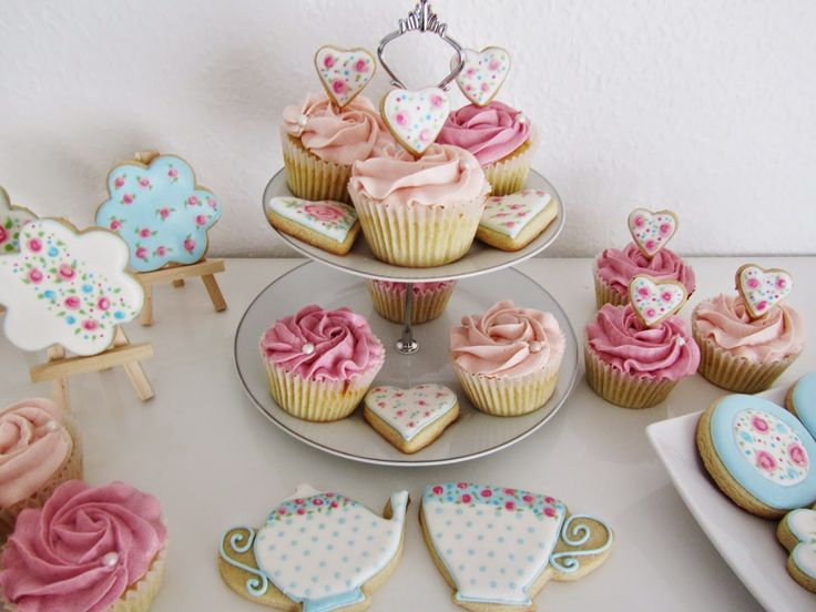 Lille Kage Hus: Mors Dag - Mother's Day Cookies and Cupcakes.
