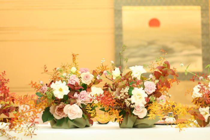 今日、すでに会場装花の受注件数は、 自分の中での線引きを超えていて 本来はお断りするべきだったのかもしれません。  でも会場となる有名...