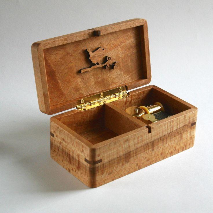 Music box/jewelry box with movement type machaniek. Beech wood from Haarlem, the Netherlands. Melody: La vie en rose by SolarisHoutatelier on Etsy https://www.etsy.com/no-en/listing/280396696/music-boxjewelry-box-with-movement-type