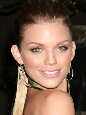 Annalynne McCord - Easy Tricks for the Cat Eye Liner Look