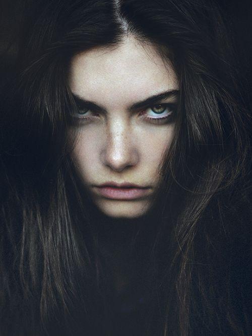 Me recuerda a mi preciosa Alexis más jóven, con los ojos azules y la piel más morena.