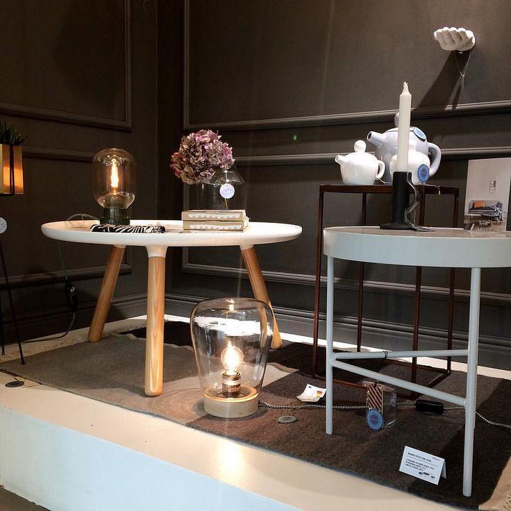 Kuva Design Boulevardilta.  #tablotable #amplight #marmoripöytä #sohvapöytä #fermliving #kelimmatto #sisustusinspiraatio #tunnelmavalo #designboulevard