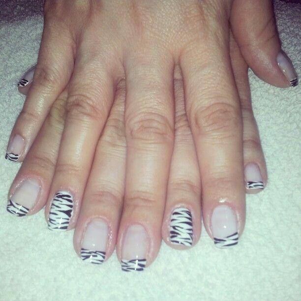 Uñas decoradas zebra
