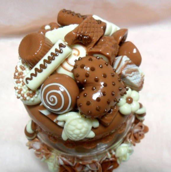Pote decorado em biscuit . R$ 55,00