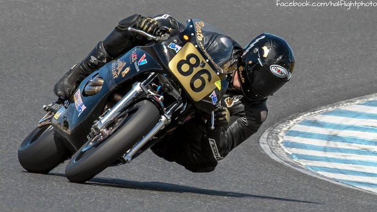 2016 Island Classic - This 1300 V twin push-rod Irving Vincent gives away 15 kph in straight line speed however still managed to win two International Challenge races. How? It's the team package; rider, tyres, suspension, bike set up, engine and the engineers Ken & Barry Horner.