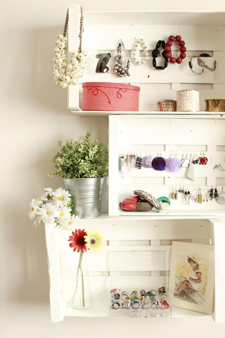 Mi estantería hecha con cajas - Mi casa no es de muñecas