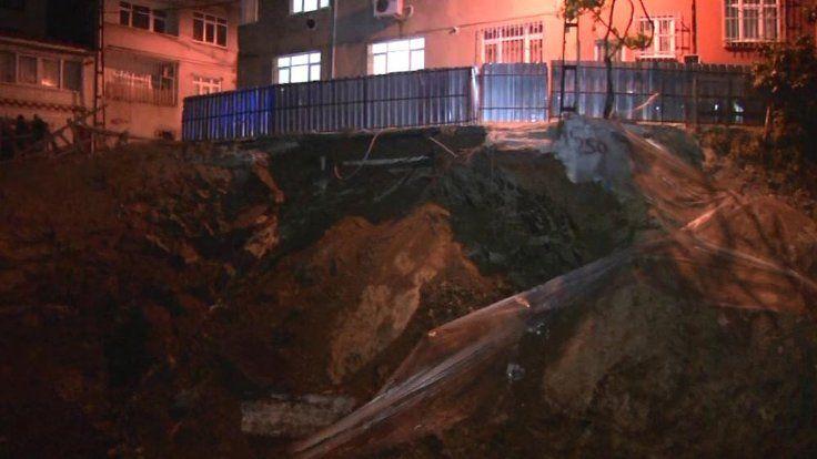 Gazete Duvar ///  Eyüp'te istinat duvarı çöktü