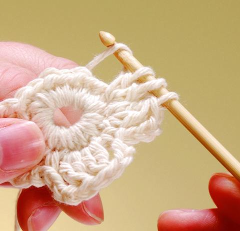How to Crochet a Flower | crochet today ✿Teresa Restegui http://www.pinterest.com/teretegui/✿