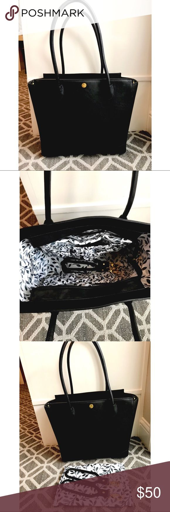 Little Unicorn Brookside Tote / Diaper Bag Little Unicorn Brookside Tote/Diaper Bag, retails for $75. Comes with stroller straps and changing pad. Never used! Open to offers 😊 Accessories Bags