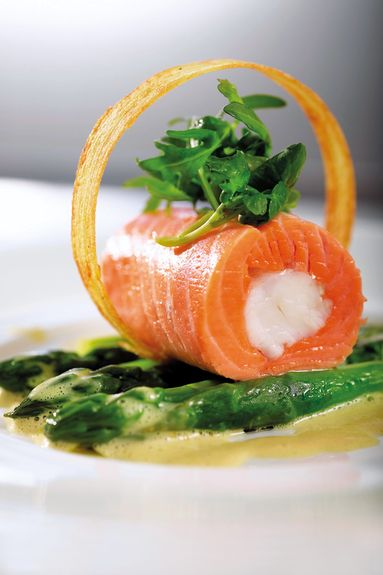 Sea trout rolls with prawns and asparagus. A recipe from Charles Tjessem - Bocuse d'Or 2003 Ingredients for 4 people . Photo credits Tom Haga .