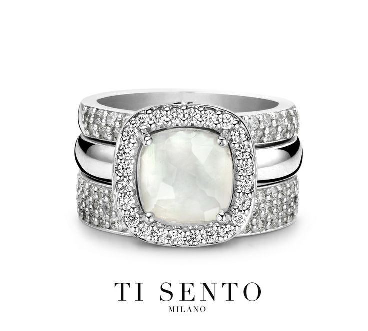 THE FINISHING TOUCH The mother of pearl stone appears neutral on first glance, yet when you look closely you can discover different colours and shapes which makes it extra special and different. #tisento #tisentomilano #ring #stackingrings #MOP #pearl #shine