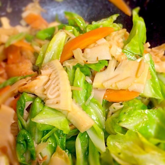 筍をたくさん頂いたので、春キャベツと鶏肉と炒め合わせて、中華味に仕上げました(*^^*) - 3件のもぐもぐ - 春キャベツと筍の中華炒め by くまのぬいぐるみ
