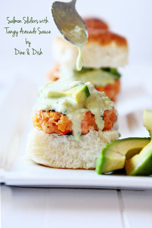 Salmon Sliders with Tangy Avocado Sauce: Avocado Sliders, Avocado Salmon, Salmon Avocado, Food Ideas, Avocado Sauces, Tangi Avocado, Kristen Dineanddish, Salmon Sliders, Kristen Kristen