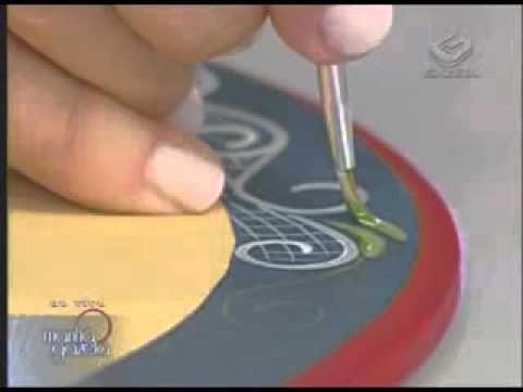 Caixa oval de MDF com pintura bauernmalerei. Ione Borges, Carol Guaraldo...