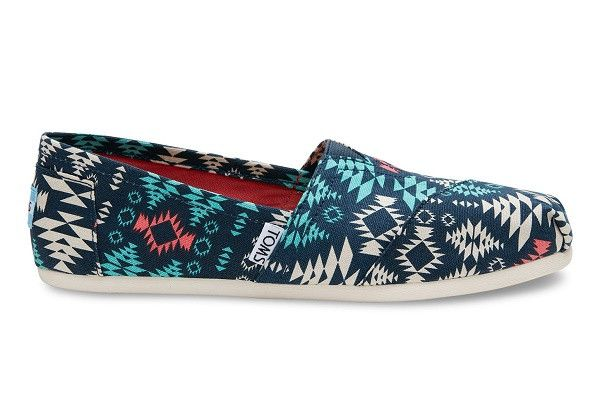 NEW BLUE MULTI BLANKET PRINT CANVAS WOMEN'S CLASSICS DETAILS With more cushioning than ever, our Classic Alpargata is a must-have. Featuring a blanket print, the easy slip-on style goes with almost ev