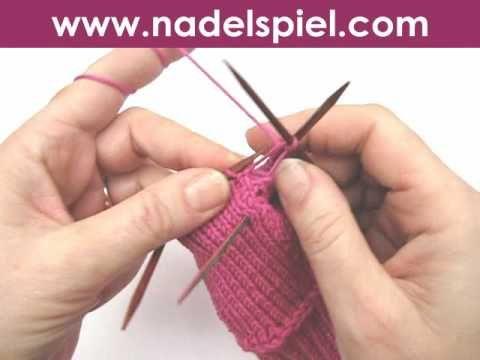 ▶ Handschuhe stricken * Teil 2 * Daumenmaschen stilllegen - YouTube