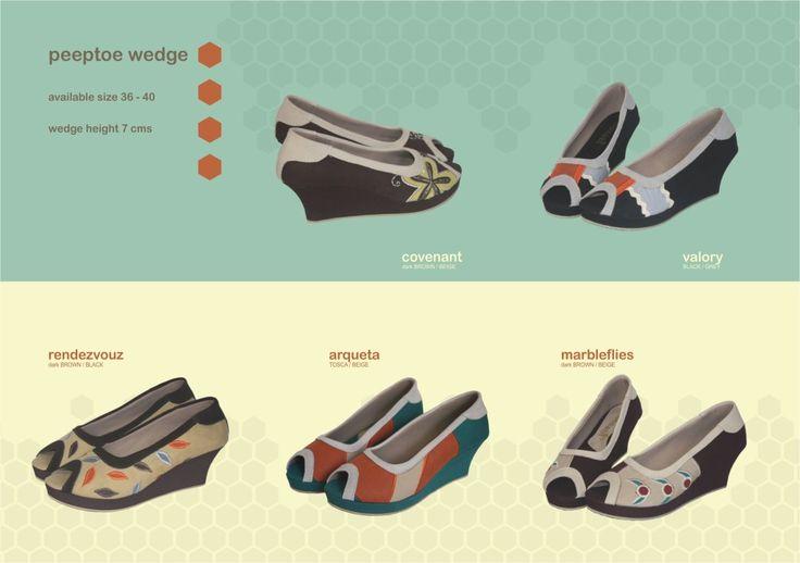 Produk detail Sepatu Mimosabi Peeptoe Wedge :      sampan plastik tinggi hak 7 cm     bahan dasar kanvas     aplikasi perca dan kulit suede     avaliable size 36-40