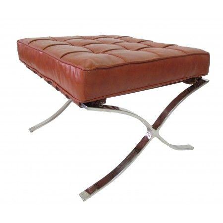 Deze voetenbank maakt de barcelona stoel compleet. De Barcelona hocker Cognac is vervaardigd uit hetzelfde materiaal als de barcelona stoel ...