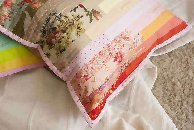 Contemporary patchwork pillow https://www.facebook.com/ImpulsiveDream/  Photo: https://www.facebook.com/kinemafoto/