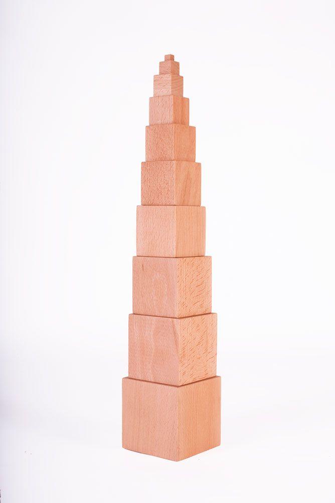 Una Torre Rosa Que No Es Rosa Los Niños Utilizan Sus Sentidos Para Explorar El Mundo Y Así Aprender De Lo Que Les Rodea C Torre Rosa Montessori Exploradores