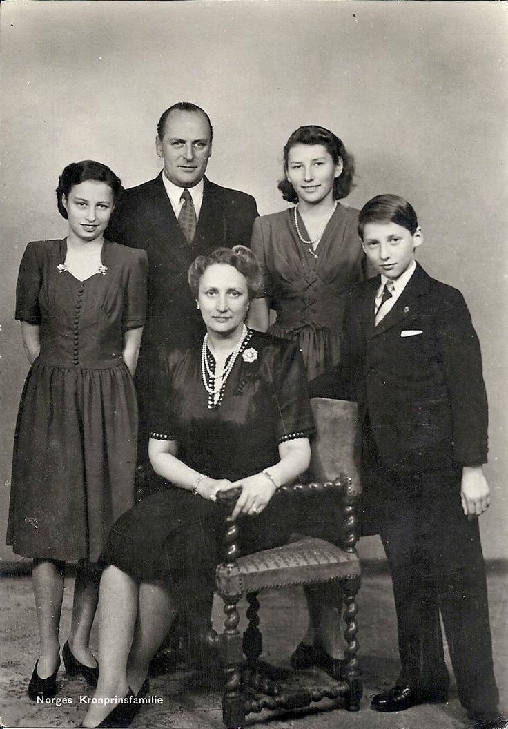 Crown Prince Olav and Princess Martha with their children, Princess Ragnhild, Princess Astrid and Prince Harald