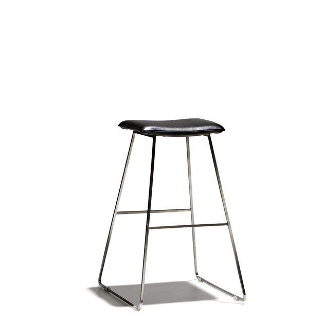 Plein - Barstol i fast höjd med sits i konstläder och underrede i mattborstat stål.