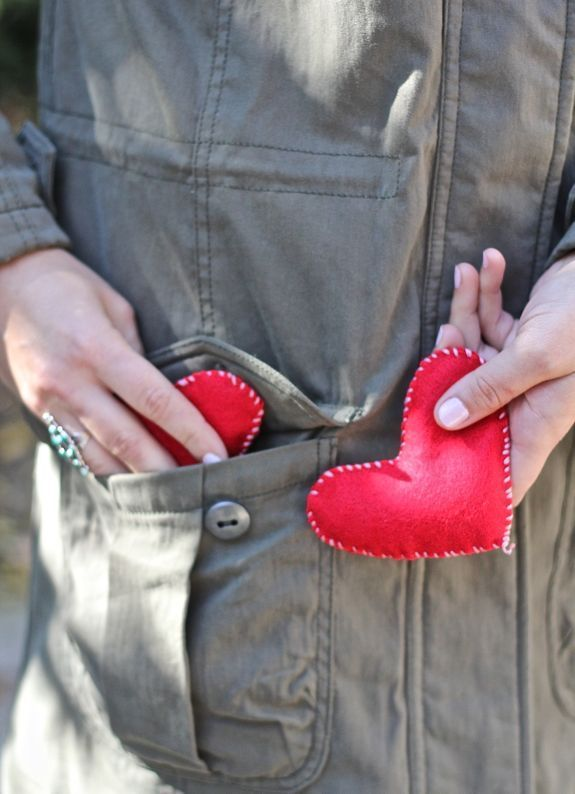 Save this tutorial as a snow day activity + make DIY felt heart hand warmers.