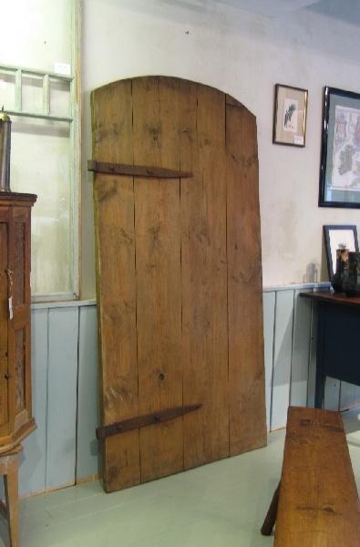 Viljamakasiinin ovi 1800 - luvulta.