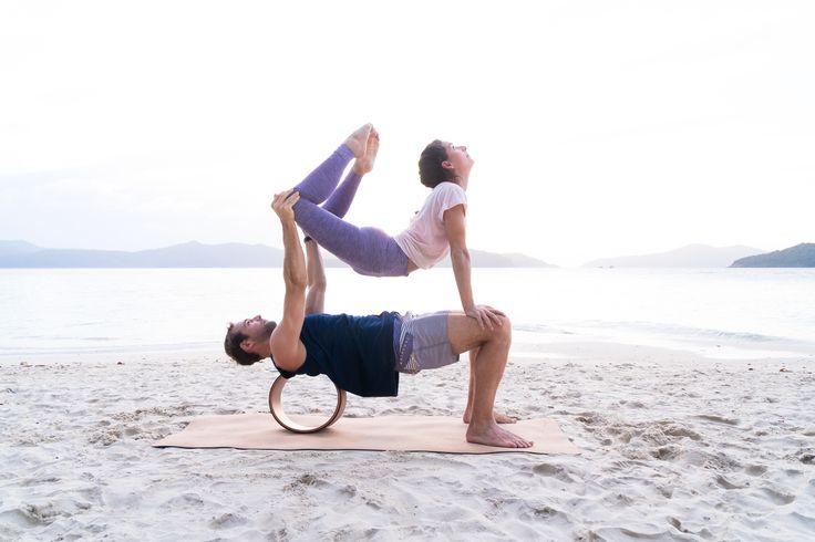 The Asanas Yogahjul er den ultimate kompanjongen til yogapraksisen, da den hjelper deg dypere i asanaene og gir deg spenning og variasjon i din praksis.