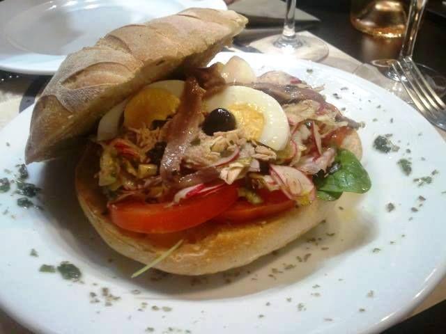 Pissaladière, salade niçoise, raviolis, pan bagnats, gnocchi, daube, stockfish, ratatouille… on en mangerait mais pas n'importe où !