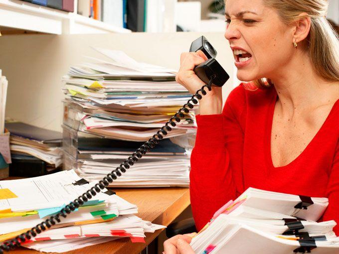 Lidiar con un colega difícil en el trabajo puede ser algo cotidiano para la mayoría de los trabajadores, sin embargo, cuando el problema de raíz está en la organización, es más complejo evitar que perjudique nuestro desempeño.La mayoría de nosotras nos hemos despertado un día sin ganas de poner un pie en la oficina, y no significa que odiemos nuestro trabajo. Pero cuando los sentimientos negativos son frecuentes, algo anda mal.